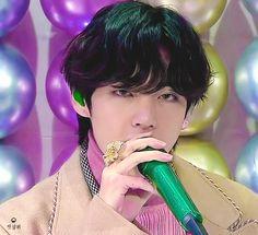 The Golden Disc Awards 2020 V Gif, Bts Love, Handsome Faces, Kim Taehyung, Kpop, Bts Video, About Bts, Bts Photo, Namjin