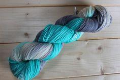 Handgesponnen & -gefärbt - Handgefärbte Sockenwolle 150g Irish Fairytale Yarn - ein Designerstück von Ghefner bei DaWanda