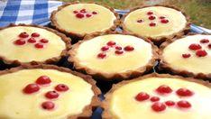 Křehké máslové těsto naplněné svěžím krémem - ideální letní dezert, který si zamilujete.