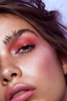 Make-up Ideen Best makeup tips for brown eyes: highlight their soulfulness Wedding Favor How To's. Eye Makeup Blue, Makeup Tips For Brown Eyes, Hair Makeup, Blush Makeup, Makeup Glowy, Makeup Light, Makeup Art, Makeup Hazel Eyes, Best Eyeshadow For Brown Eyes