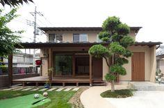 広い縁側が開放的な空間とコミュニケーションの場を演出する家になっています。