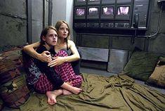"""La habitación del pánico"" (""Panic Room"", 2002). Dir. David Fincher. Stars:  Jodie Foster, Kristen Stewart, Forest Whitaker."