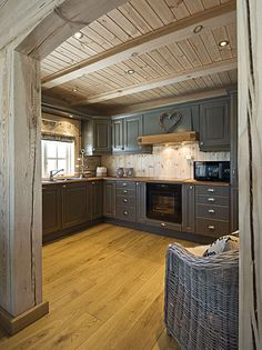 Discover recipes, home ideas, style inspiration and other ideas to try. Kitchen Interior, Kitchen Decor, Log Home Kitchens, Narrow House Plans, Log Home Interiors, Kitchen Queen, Rustic Bathroom Designs, Remodeling Mobile Homes, Tiny House Cabin