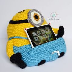 I'm introducing you to my new crochet book/tablet holder patterns. This post should have been published nearly a month ago but I was so busy with designing the actual patterns that I've… Crochet Books, Love Crochet, Crochet Gifts, Easy Crochet, Single Crochet, Tablet Holder, Phone Holder, Unicorn Books, Owl Books