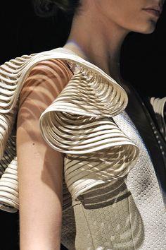 Ruffled Sleeve with 3D structure & textured surface patterns; fashion details // Reinaldo Lourenço