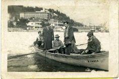 Buz tutmuş Boğaz'da bir kayık (1954) #istanbul #istanlook #nostalji