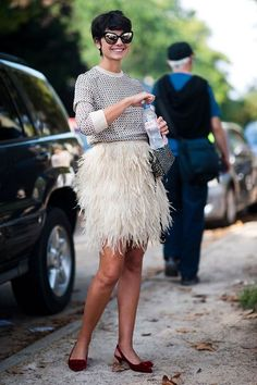 OMG, I am always dreaming about wearing feather skirt in winter, and i think this is the one! Mode Chic, Mode Style, Style Me, Estilo Fashion, Look Fashion, Fashion Beauty, Net Fashion, All About Fashion, Passion For Fashion