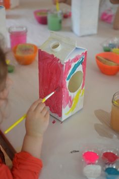 kids make this simple bird house craft from milk cartons. The materials are cheap and easy to find around the house. Bird Nest Craft, Bird Crafts, Toddler Crafts, Preschool Crafts, Preschool Kindergarten, Milk Carton Crafts, Diy For Kids, Crafts For Kids, Birdhouse Craft