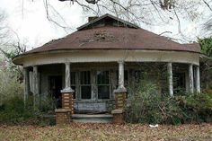 I would love to have this gorgeous little round house brought back to her former glory! This gorgeous little house with a round porch was abandoned near Many, Louisiana. Abandoned Buildings, Abandoned Property, Old Abandoned Houses, Old Buildings, Abandoned Places, Old Houses, Abandoned Castles, Old Mansions, Abandoned Mansions
