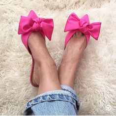 Bows on toes