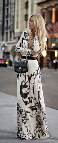 Printed Maxi if you have the height and YOU NEED IT for 'this' dress, . LOVE the combo - Mode prêt à porter - Haute couture - Chanel Maxi Styles, Casual Styles, Looks Street Style, Looks Style, Mode Outfits, Fall Outfits, Party Outfits, Summer Outfits, Casual Outfits