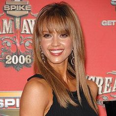 19 ideas for hair brunette medium straight jessica alba Hair Color Pink, Hair Color For Black Hair, Blonde Color, Braided Crown Hairstyles, Hairstyles With Bangs, Cool Hairstyles, Haircuts, Brunette Blue Eyes, Brunette To Blonde
