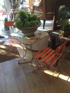 Gorgeous orange set, adds a bit of colour to your garden @ Susan Osbourne, Notting Hill. Sold