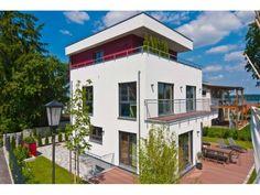 Studer - #Einfamilienhaus von Fertighaus Weiss GmbH | HausXXL #Stadthaus #Fertighaus #Bauhausstil #Flachdach