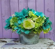 Check out this item in my Etsy shop https://www.etsy.com/listing/535615279/hydrangea-ranunculus-daisy-silk-flower