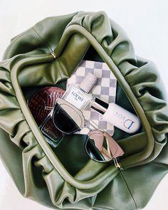 H Style, Bottega Veneta, Cute Girls, Clutches, Dior, Pouch, Louis Vuitton, Mens Fashion, Purses