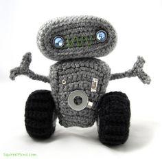 Amigurumi Robot - FREE Crochet Pattern / Tutorial by Squirrel Picnic