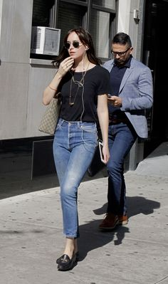 Dakota Johnson getting lunch at 'Hu Kitchen' Restaurant in NYC Dakota Johnson Stil, Dakota Johnson Street Style, Dakota Style, Dakota Mayi Johnson, My Life Style, My Style, Gucci Brixton Loafer, Loafers Outfit, Casual Outfits