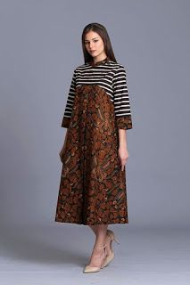 Batik has been known since ancient times, particularly by Indonesia. This unique patterned outfits is one of the national identities that cannot be separated Simple Dresses, Casual Dresses, Fashion Dresses, Blouse Batik Modern, Rok Batik Modern, Batik Muslim, Model Dress Batik, Dress Batik Kombinasi, Kebaya Dress