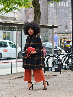 """ecstasymodels: """" Plaid Cape Coat Keep reading """" Afro, Style And Grace, My Style, Winter Outfits, Fashion Outfits, Fashion Tips, Fashion Trends, Fashion Hacks, 80s Fashion"""