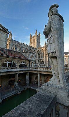 Roman Baths and Abbey / Bath, England