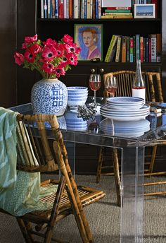 Moody palette, mix of styles, chic dining