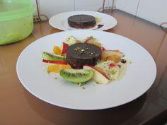 Gateau   au  chocolate  et   macedoine de    fruits  frais  Gino D'Aquino