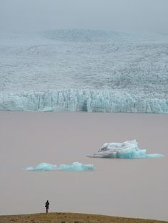 Lac Jokulsarlon - Jökulsárlón is a large glacial lake in southeast Iceland, on the borders of Vatnajökull National Park.