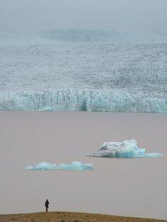 Lac Jokulsarlon - Jökulsárlón - Large glacial lake in southeast Iceland, on the borders of Vatnajökull National Park.