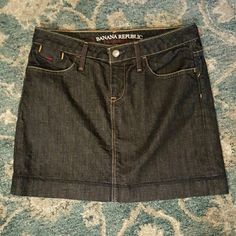 """Banana Republic Jean Skirt Great with leggings and a sweater, or tank and flip-flops!  Measurements:  Waist 28"""" Outseam 15"""" Hips 34"""" Banana Republic Skirts Mini"""