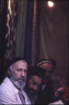 Burt Glinn 2 1963 The Jews of Bukhara in the only remaining synagogue of Bukhara, Uzbekistan.
