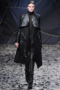 Gareth Pugh Fall 2012 Ready-to-Wear Collection Photos - Vogue