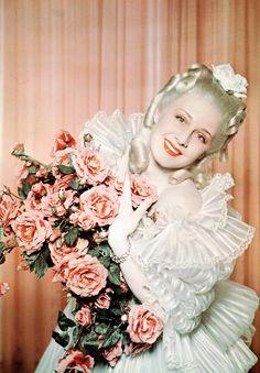 missharlowdarling:  Norma Shearer as Marie Antoinette - 1938