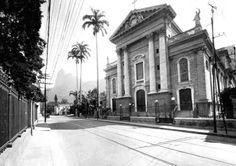 Rua São Clemente 1926 em frente ao Santo Inácio. Reparem nos trilhos do bonde.