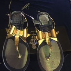 Gold bow jelly sandals with clear bottom Gold bow jelly sandals with clear bottom never worn Shoes Sandals