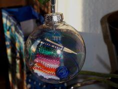 Kötés a gömbben II. (Knit in a ball II.) #knit #christmas #loveit #colorful #handmadestuff