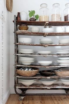 Love this cart for kitchen or photo studio!! Rustic fabulousness!