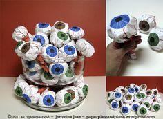eyeball paper packages, lollipop wrappers as a concept. Halloween Eyeballs, Spooky Halloween, Halloween Treats, Halloween Stuff, Sweet Bags, World Crafts, Paper Crafts, Diy Crafts, Stationery Paper