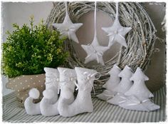 Set♥Elfenstiefel♥Sterne♥Tanne♥Vintage♥White von Little Charmingbelle auf Christmas Crafts For Kids To Make, Christmas Sewing, Xmas Crafts, Homemade Christmas, Christmas Makes, Christmas Time, Victorian Christmas Decorations, Christmas Stockings, Christmas Ornaments