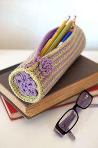 Crochet pencil case (or crochet hook case) Crochet Pencil Case, Crochet Case, Crochet Purses, Love Crochet, Crochet Gifts, Crochet Stitches, Crochet Hooks, Knit Crochet, Crochet Patterns