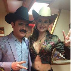 La foto del recuerdo con @gabyspanic. Foto via Los Tucanes de Tijuana.  https://instagram.com/p/4qqs3ugdxt/