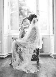 ideas for wedding photography veil boudoir photos Bridal Boudoir Photos, Bridal Portrait Poses, Wedding Boudoir, Bride Portrait, Bridal Shoot, Wedding Veils, Wedding Bride, Art Photography Women, Wedding Photography Poses