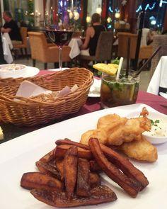 Fish and Chips. #krabi#food#thailand#aroikrabi#kribifood#krabirestaurant#krabithailand#krabitown#aonang#aonangbeach#jennasbistroandwine by aroi.krabi