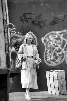 "simplystreepcom: ""Meryl Streep on the set of ""Falling in Love"" in New York's Chinatown, May 02, 1984. """