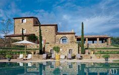 Tuscany Villa Rentals from Gorgacce Rentals family run business has some of the Finest Luxury Italian Villas. Tuscan apartments, private villas with pools & wifi, Farmhouses, Cottages Rustic Italian Wedding, Rustic Italian Decor, Italian Home Decor, Italian Farmhouse, Italian Theme, Rustic Feel, Italian Style Home, Italian Villa, Architectural Digest