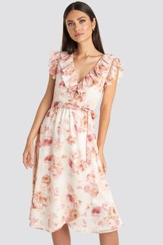 V-neck Flounce Midi Dress Pink Midi Dress Outfit, Pink Midi Dress, Dress Outfits, Fashion Dresses, Rosa Style, Frack, Mini Dress With Sleeves, Street Style, Pink Fashion