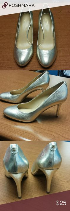 Michael Kors gold classic pumps 3 1/4 inch heel. GUC only a few scuffs which or inevitable with the gold tone Michael Kors Shoes Heels