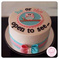 He or she open to she. Babyshower taart/ gender reveal cake - Lataart - www.facebook.com/lataart1