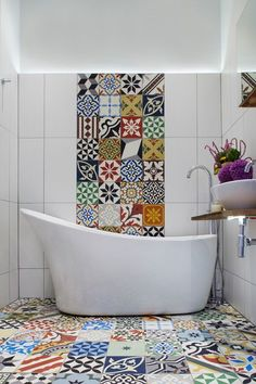 Strip of tiles running up the wall behind the basin or bath Eclectic Bathroom by Cassidy Hughes Interior Design & Styling Eclectic Bathroom, Bathroom Interior, Modern Bathroom, Colourful Bathroom Tiles, Fully Tiled Bathroom, Eclectic Tile, Eclectic Design, Bad Inspiration, Bathroom Inspiration