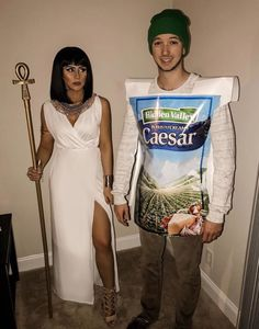 funny memes cleopatra and caesar Costume Halloween, Cleopatra Halloween, Halloween 2018, Cleopatra Costume, Funny Cute, The Funny, Hilarious, Daily Funny, Joke Of The Day